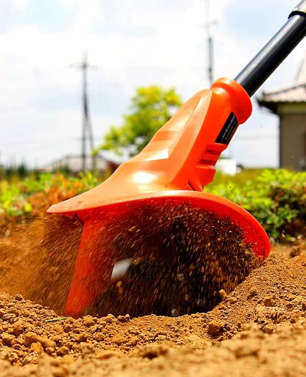 土を女性でも耕せる