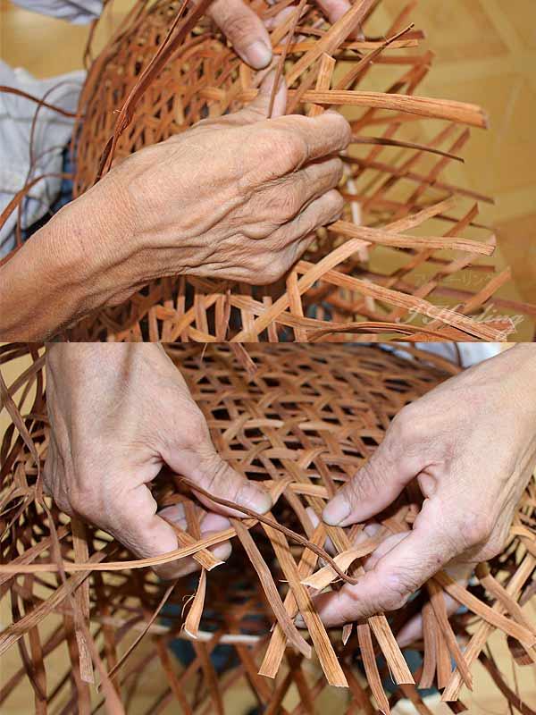 山葡萄を職人が編む