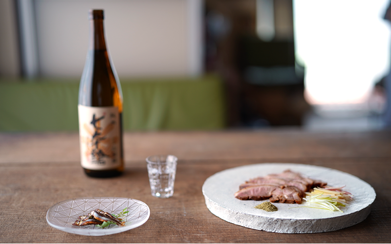 450余年の歴史を持つ滋賀の古酒蔵。冨田酒造「七本鎗」と一湖房の限定商品のコラボ