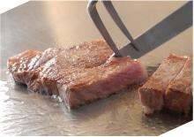 ステーキを焼いているの風景