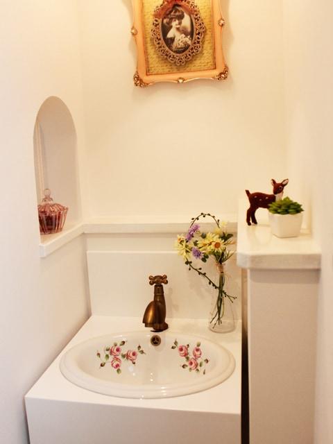 PVCの洗面台とセットで可愛い洗面所