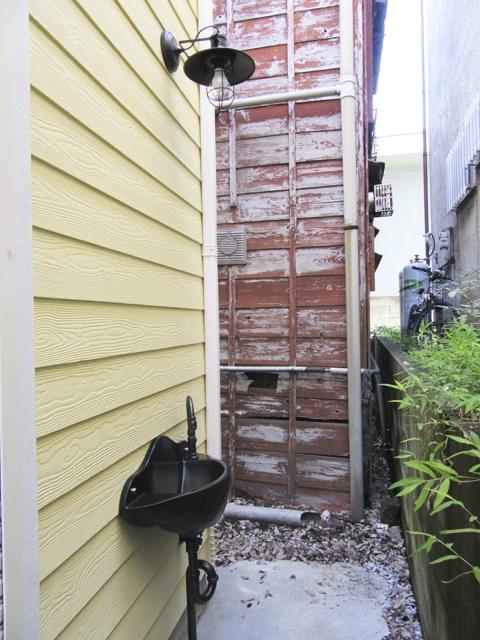 外壁に設置した洗面の施工例
