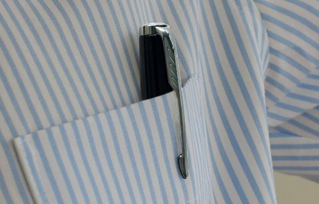 スリムで比較的コンパクトなので、シャツポケットにもちょうどよく、フレクシブルに活躍できるボールペン