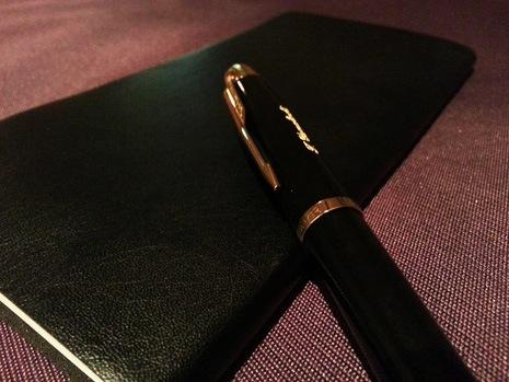 お客様からいただいた写真。黒革の手帳とピッタリです!