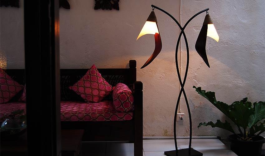 アジアン照明。ココナッツの間接照明。フロアスタンドライト ココスタンド