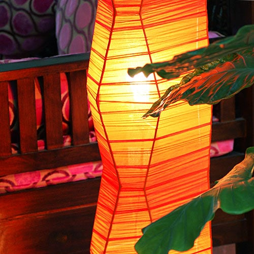 アジアン間接照明、フロアスタンドライト。コットンのシンプルなランプ