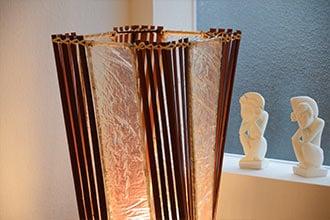 アジアン照明。バンブーとレジンのランプ。フロアスタンドライト ロータスタワー レッド