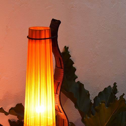 アジアン照明。ラタンのかわいいフロアスタンドライト