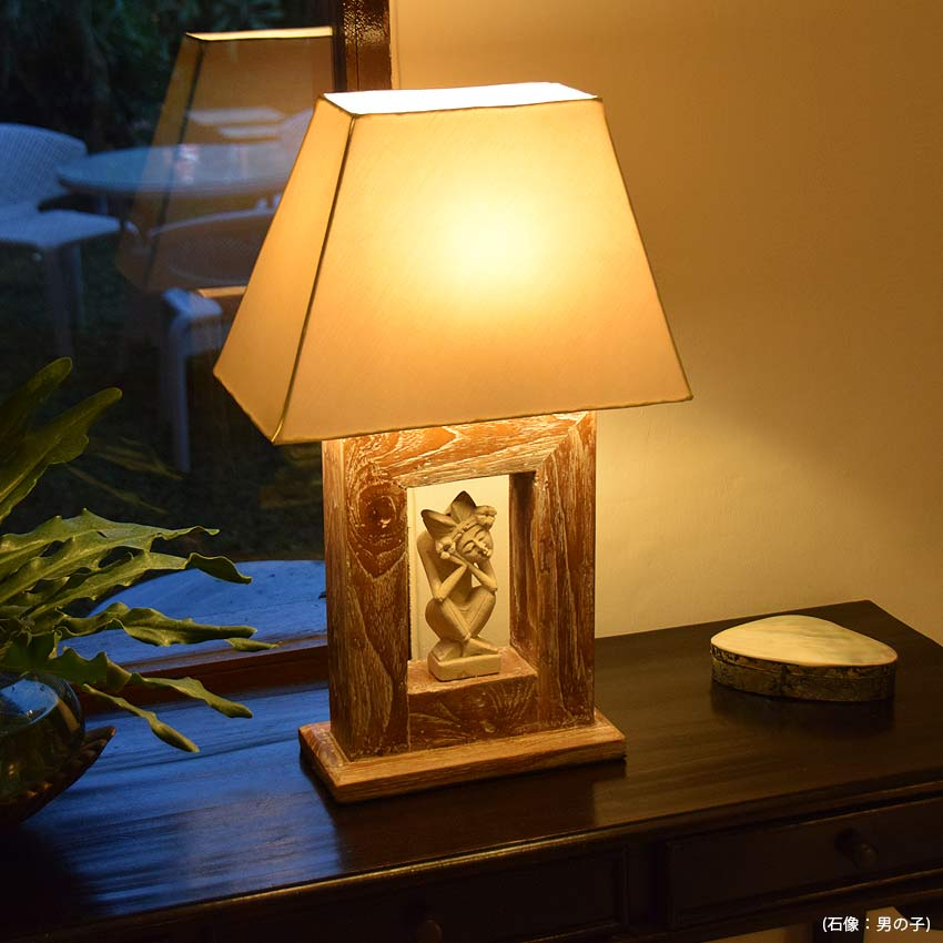 アジアン照明。モダンバリな高級感のあるチーク製テーブルライト