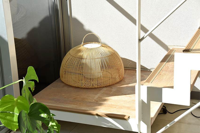 アジアン照明。ラタンのドーム型スタンドライト間接照明