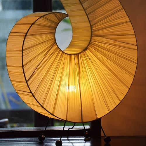 アジアン照明。コットンの巻貝ランプ