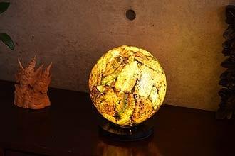 アジアン照明。宝石のようなシェルのテーブルライト