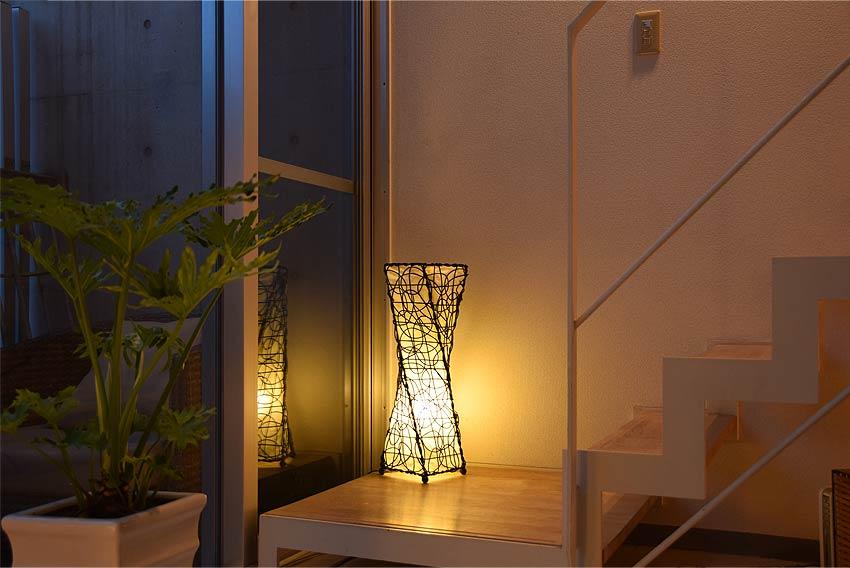アジアン照明。合わせやすいラタンのフロアスタンドライト