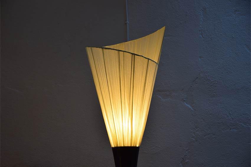 アジアン照明。マホガニーとコットンのスタンドライト
