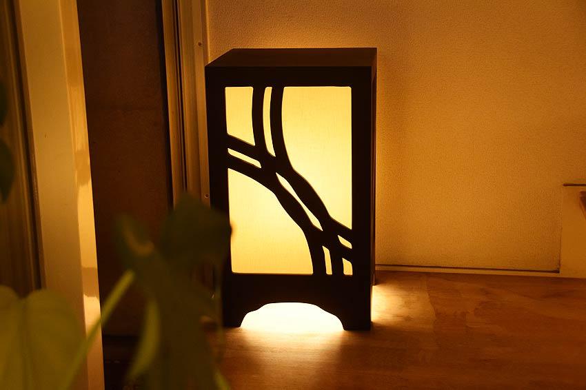 サイドテーブルにもなる和風行灯照明
