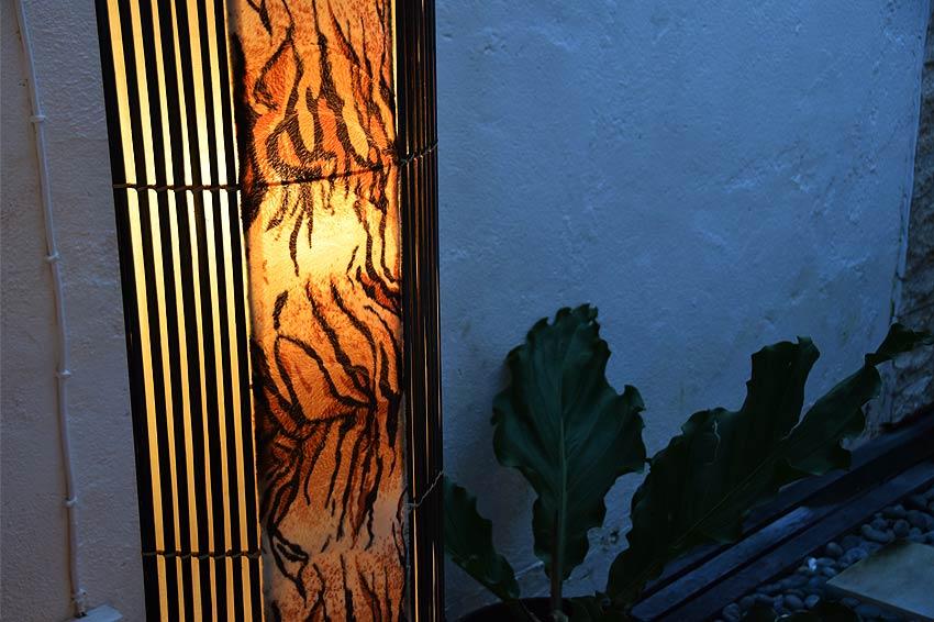 アジアン照明。上品で野性的なタイガー柄のスタンドライト
