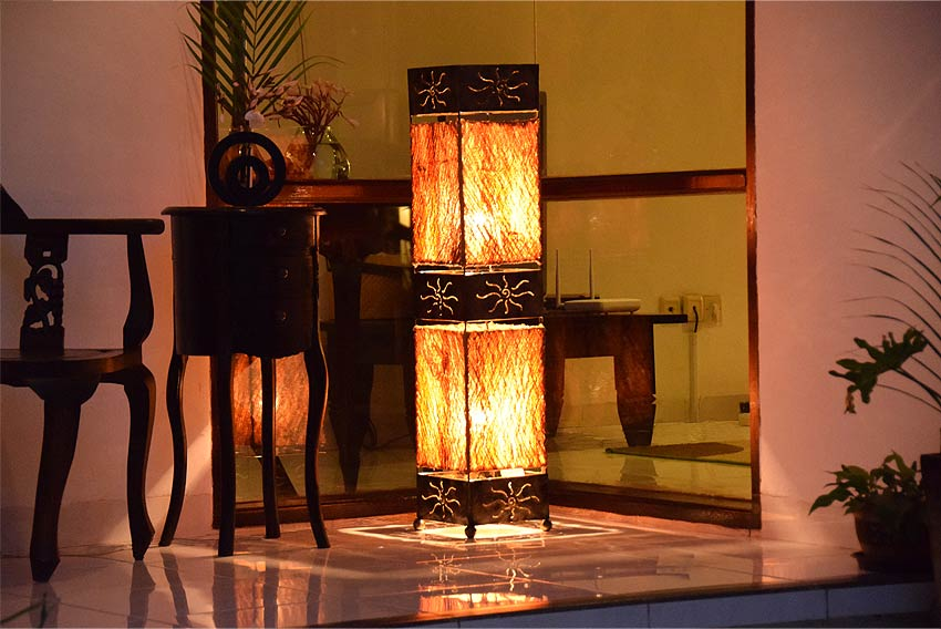 アジアン照明。サハラ砂漠をイメージするスタンドライト