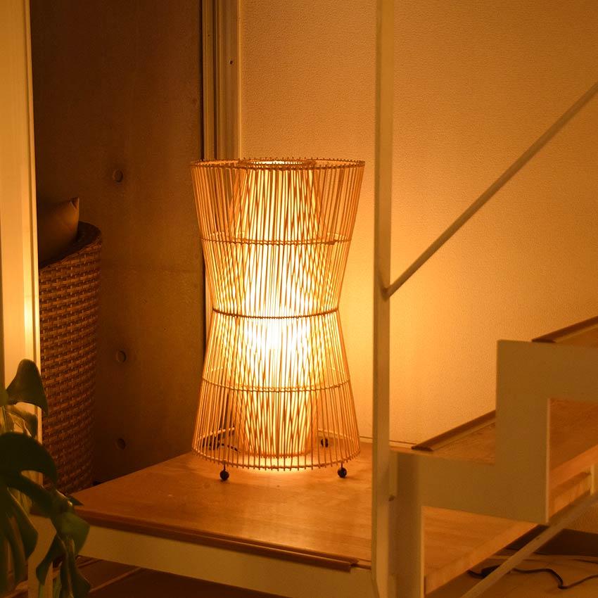 アジアン照明。ラタンのスタンドライト間接照明