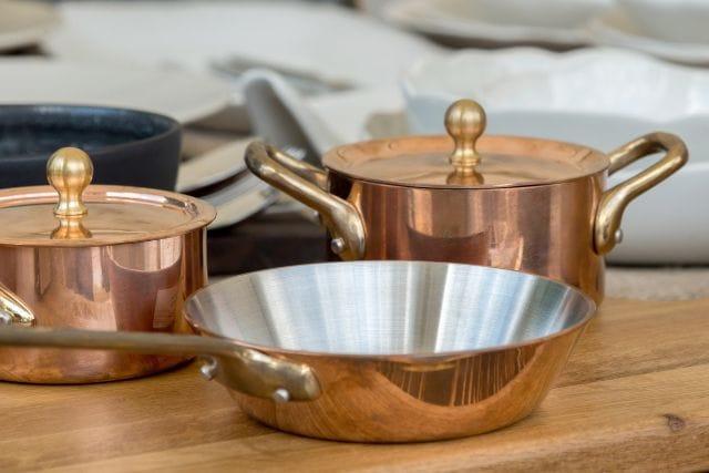 銅製のフライパンと鍋