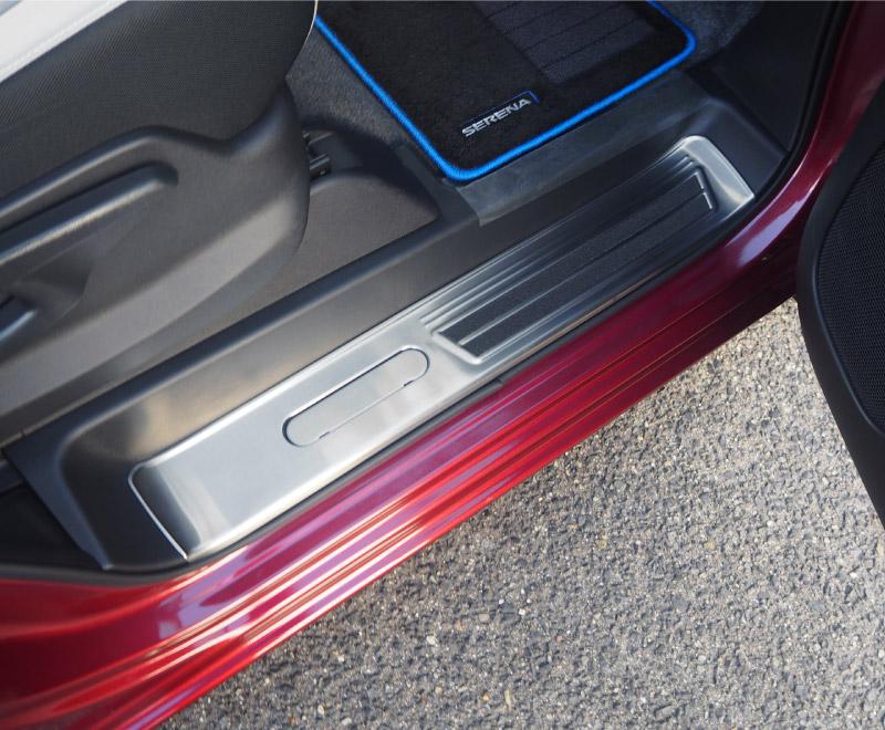 セレナ e-POWER専用 スカッフプレート