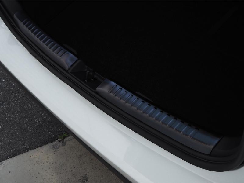 ヤリス リアバンパーステップガード 1P 車体保護ゴム付き