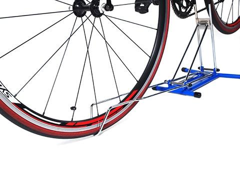 前輪を固定するフロントサポート