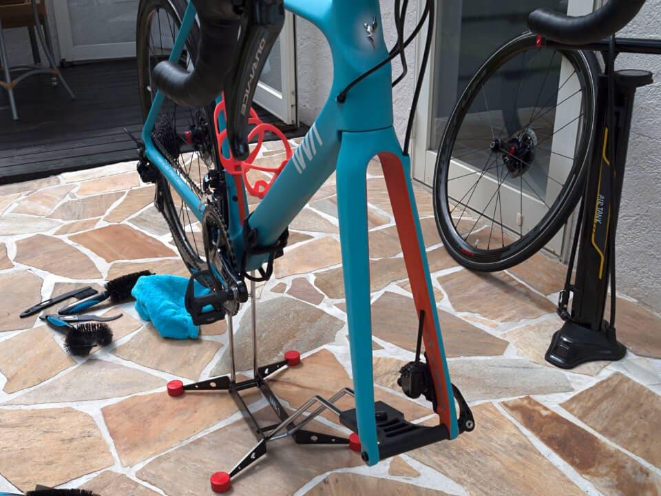 タイヤの床接触がなく、スタンドでの室内保管にも最適