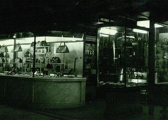photo 夜のショーウィンドウ(昭和初期)