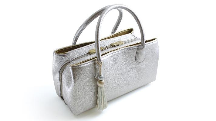 和装バッグ 本革カジュアルバッグ「タッセル付き レザーボストンバッグ シルバー」 井澤屋