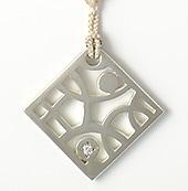 井澤屋オリジナル 誕生石のシルバー根付  4月 ダイアモンド