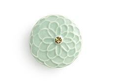 陶器の帯留め ポンポン菊 C. アイスグリーン