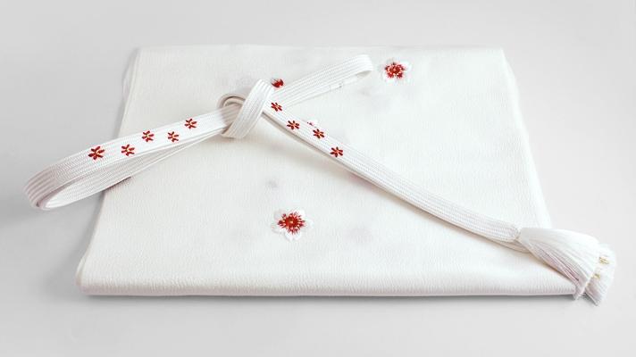 和装小物「桜の帯締め・帯揚げセット 白地に赤」井澤屋 桜柄