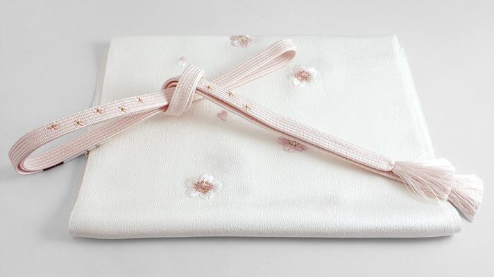 和装小物「桜の帯締め・帯揚げセット 白地に桜色」井澤屋 桜柄