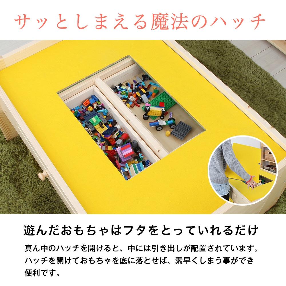 遊んだおもちゃはフタをとっていれるだけ!サッとしまえる魔法のハッチ。真ん中のハッチを開けると、中には引き出しが配置されています。ハッチを開けておもちゃを底に落とせば、素早くしまう事ができ便利です。