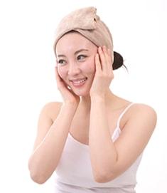 洗顔後の水分が残った状態での潤い補給がベストです。