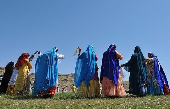 踊る事が好きな部族達