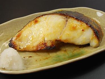 特大厚切り銀だらを伝統の味噌で味わう