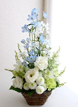 白とブルーのお供えの花