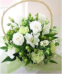 白い花のバスケット