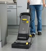 操作がシンプル/ケルヒャー業務用小型床洗浄機BR30/4C