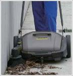 敷地内清掃にも/ケルヒャー 手押し型スイーパーKM70/20C