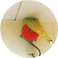 高い場所のクモの巣、ホコリ取りに!/きび天井箒