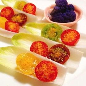 ミニトマトとからすみパウダーのサラダ調理写真