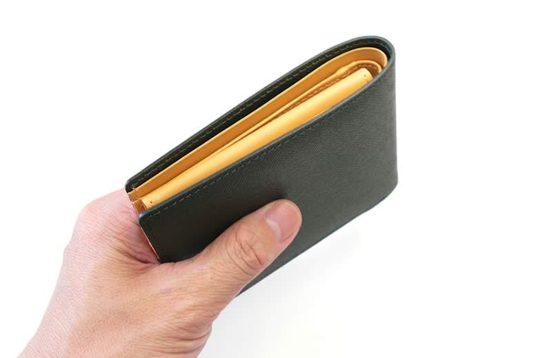 小銭入れのない二つ折り財布