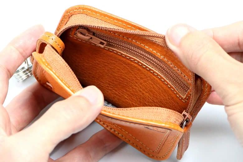 小銭が入るファスナーポケット
