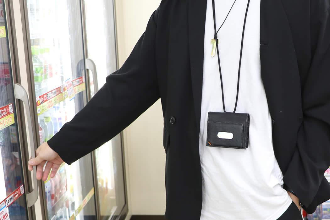ネックウォレット 二つ折り財布 定期入れ 首 かける 下げる メンズ ネックストラップ 革 栃木レザー 定期入れ付き