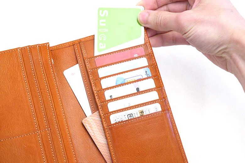 さらに7枚のカードと2つのポケット