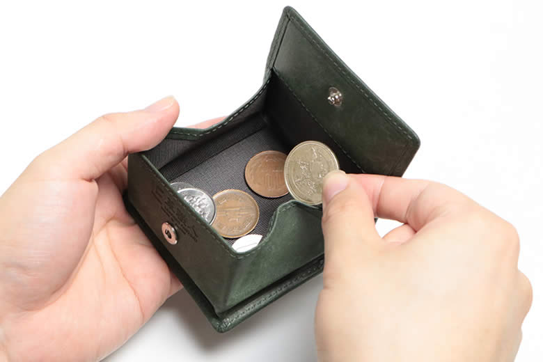 小銭が平らに見渡せる