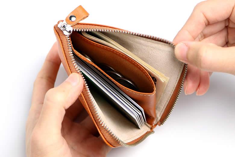 小銭入れなのにお札もカードも入る