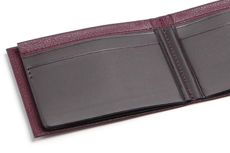 カードポケットは丈夫な塩化ビニール製